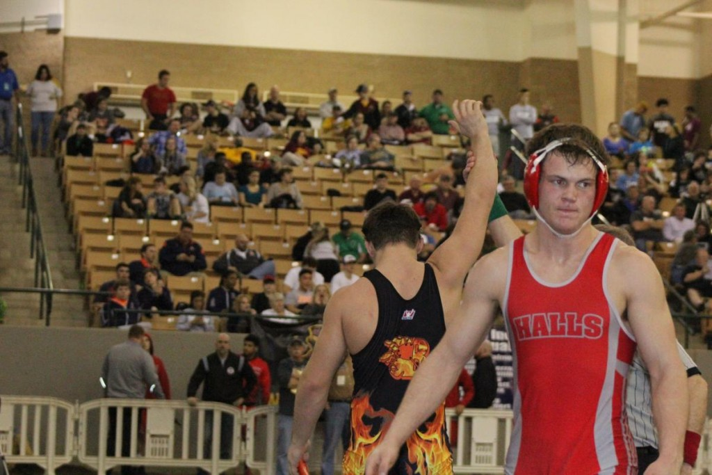Matthew Sells defeats Colton McMahan at the TSSAA State Wrestling Tournament